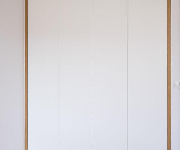 Biała Szafa Z Dekoracyjną Opaską Harmony Studio